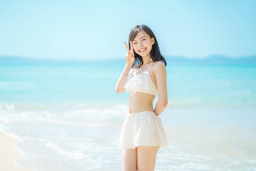 ビーチ・若い女性